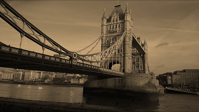 Sony-Xperia-XZ1-camera-sample-Tower-Bridge-tinted-filter