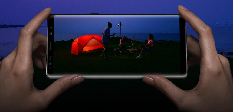 Samsung Galaxy Note 8 screen and camera hero size