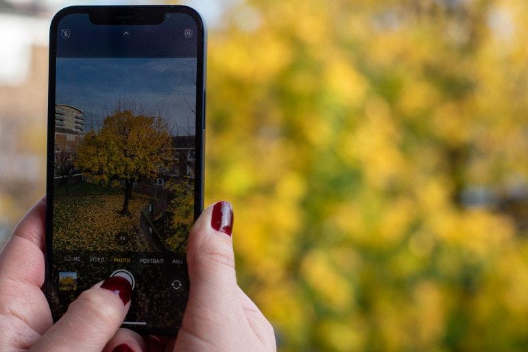 iphone 12 camera screen