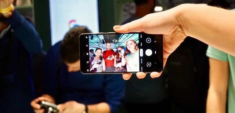 Google Pixel 3 XL wide angle selfie hero