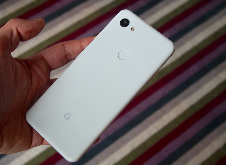 Google Pixel 3a XL size in hand