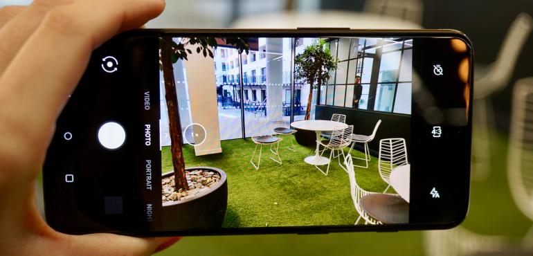 OnePlus 6T camera interface hero size